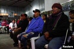Migrantes varados en México esperan su turno para solicitar asilo en EE.UU.