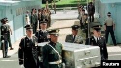 Hài cốt lính Mỹ được phía Bắc Triều Tiên trao trả vào năm 1998