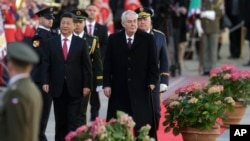 Czech Republic President Milos Zeman (R) welcomes his Chinese counterpart Xi Jinping (L) at the Prague Castle, in Prague, Czech Republic, March 29, 2016.