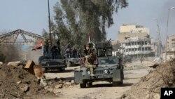 عراقی فورسز موصل میں داعش کے ٹھکانوں کی جانب پیش قدمی کر رہی ہیں۔