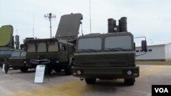 Комплексы С-400 на выставке вооружений в России (архивное фото)