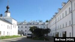 瓦拉阿姆的一家東正教修道院。位於俄羅斯北部拉多加湖中的瓦拉阿姆島是俄羅斯東正教中心之一,俄羅斯東正教與克里姆林宮關係密切,普京總統經常去當地訪問朝拜。