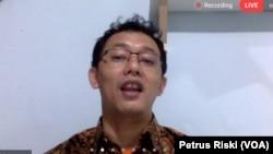 Komisioner Komisi Nasional Hak Asasi Manusia (Komnas HAM), Beka Ulung Hapsara, dalam sebuah webinar. (Foto: VOA/Petrus Riski)