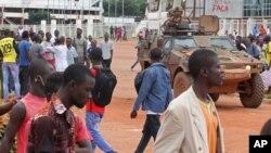 Des soldats français patrouillent à Bangui, Centrafrique, 30 septembre 2015.