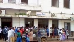 Manifestção em frente à companhia de electricidade em Malanje - 1:57