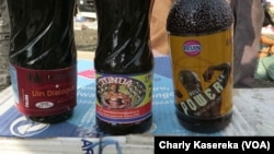 Un exemple de produits aphrodisiaques vendus le long des routes à Goma, le 7 octobre 2017. (VOA/Charly Kasereka)