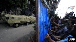 Kahire'deki İsrail Büyükelçiliği askeri birlikler tarafından korunuyor