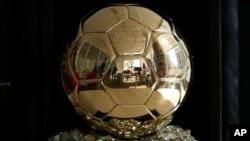 Le Ballon d'or présenté à Paris, France, le 21 septembre 2018.