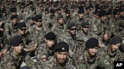 Avganistanski vojnici na ceremoniji predaje kontrole nad zatvorom Bagram avganistanskim snagama