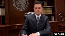 25일 공개된 엔리케 페냐 니에토 멕시코 대통령의 텔레비전 녹화 연설 장면. 도널드 트럼프 미국 대통령의 국경 장벽 건설계획에 반대하고, 공사에 들어갈 비용을 지불하지 않겠다고 페냐 니에토 대통령은 밝혔다.