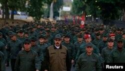 马杜罗和委内瑞拉国防部长等军方高级将领在加拉加斯的一处军事基地参加一次仪式。(2019年5月2日)