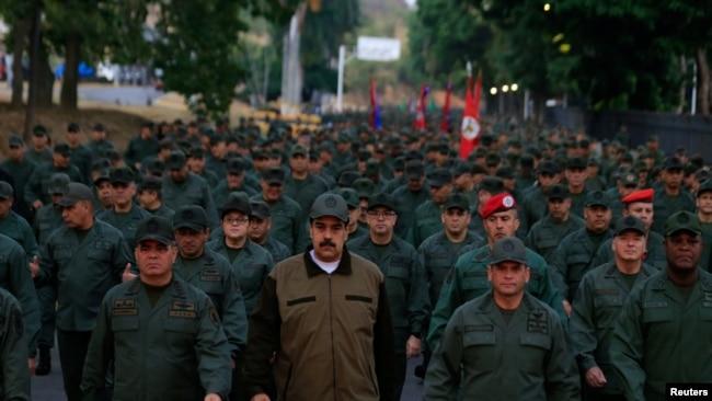 """马杜罗仍在台上 呼吁委军方反对""""政变策划者"""""""
