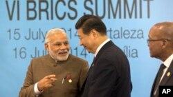 """7月15日在巴西舉行的""""金磚五國""""峰會正式召開前,中國國家主席習近平與印度新總理莫迪會晤。"""