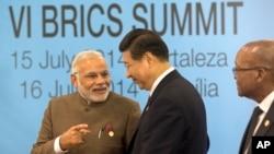 Narendra Modi (Inde), Xi Jinping (Chine) et Jacob Zuma (Afrique du Sud), Fortaleza, Brésil, le 15 juillet 2014. (AP Photo/Silvia Izquierdo)