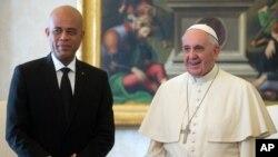 El papa Francisco recibió en el Vaticano, en audiencia privada, al presidente de Haití, Michel Joseph Martelly.