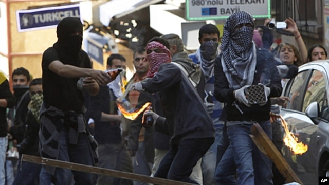 Kurdish demonstrators clash with riot police in Istanbul, May 16, 2011
