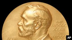 د چین سیاسي مخالف لیو ژیاوبو په قید کې نوبل جایزه واخیسته