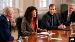"Sandra Oh plays Ji-Yoon Kim, an English professor who leads her department in ""The Chair."" (Eliza Morse/Netflix vía AP)"