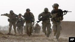 កងទ័ពអាមេរិកនៅពេលវាយប្រហារជាមួយក្រុមឧទ្ទាមក្នុងខេត្តហេលម៉ានដ៍ (Helmand) ភាគខាងត្បូងប្រទេសអាហ្វហ្កានីស្ថានកាលពីថ្ងៃទី១៤ខែកុម្ភៈឆ្នាំ២០១០។