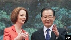 澳大利亚总理吉拉德和中国总理温家宝交谈