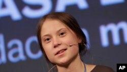 """El presidente Donald Trump arremetió contra la activista climática de 16 años Greta Thunberg el jueves, un día después de que fue nombrada por la revista Time como su Persona del Año, calificando su selección de """"ridícula"""". Foto AP."""