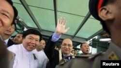 Tổng thống Miến Ðiện Thein Sein về nước sau chuyến thăm Hoa Kỳ, ngày 1/10/2012