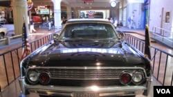 La limosina usada por el presidente John F. Kennedy, está en exhbición en el museo del ex presidente Henry Ford.