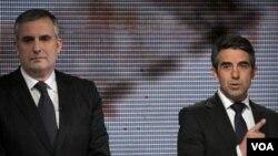 Rosen Plevneliev kandidat partai yang berkuasa (kanan) dan Ivailo Kalfi, kandidat dari partai Sosialis, keduanya akan maju dalam putaran kedua pilpres presiden Bulgaria (foto:dok).