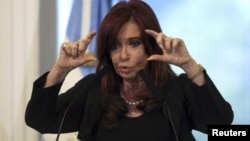 Consultoras privadas dieron a conocer encuestas que muestran que la imagen de la presidenta cayó 25 puntos.