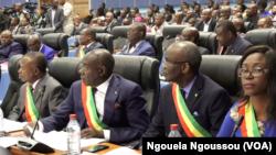 Baponami na parlement na Congo-Brazzaville, le 13 septembre 2017. (VOA/Ngouela Ngoussou)