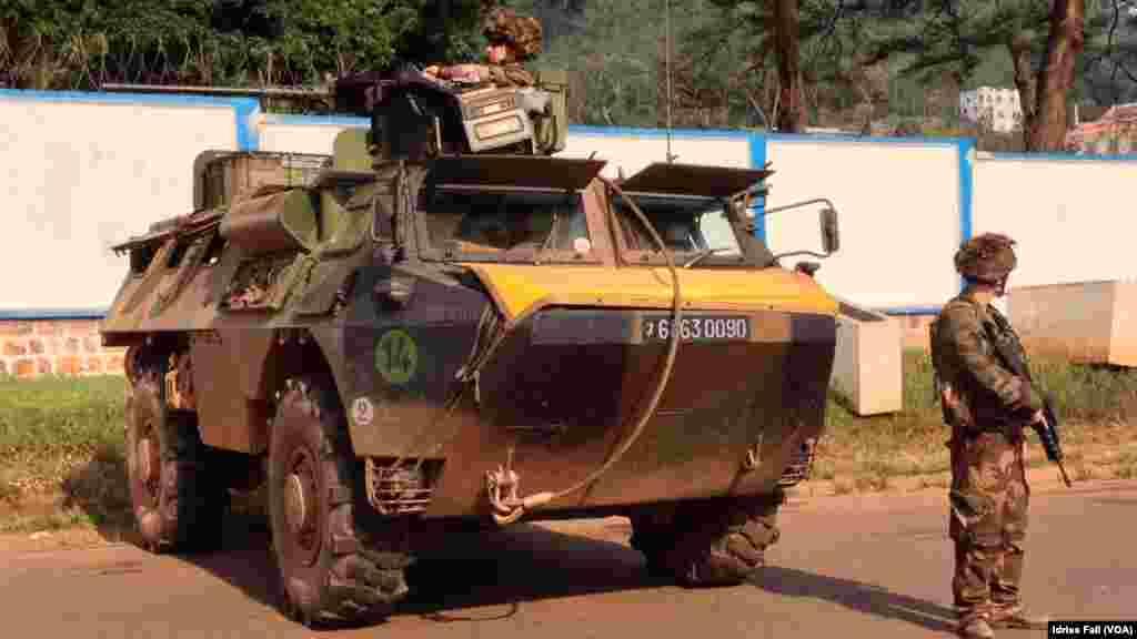 Les soldats français en position à Bangui, République Centrafricaine. Décembre 22, 2013
