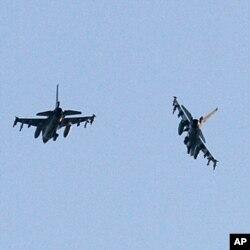 Deux avions de l'OTAN revenant d'une mission en Libye