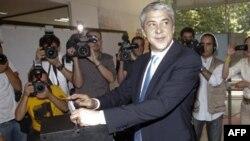 Жозе Сократес на избирательном участке