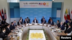 Presiden AS Barack Obama memberikan pidato pembukaan pada KTT AS-ASEAN di Sunnylands, California, Senin (15/2).