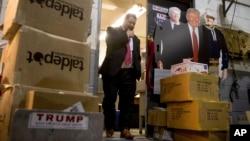 Trump poseía al menos dos cuentas en agencias de correos de bolsa, con acciones y bonos en cerca de 150 instrumentos corporativos en un gran número de compañías que incluían Boeing, Visa, Amazon y Apple.