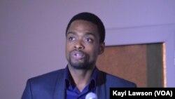 """Edem Fiadjoe, chargé de mission sur le projet """"écosystème digital"""", Lomé, Togo, 27 janvier 2017. (VOA/Kayi Lawson à Lomé)"""