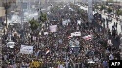 Demonstranti u Jemenu traže da se predsedniku Aliju Abduli Salehu sudi u Sani, 25. decembar, 2011.