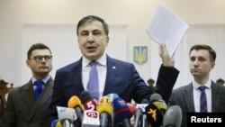 Ukrainian opposition figure and Georgian former President Mikheil Saakashvili, center, addresses the media inside a court building in Kiev, Ukraine, Jan. 3, 2018.