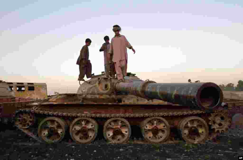 جنگ افزار دیروز، بازیچۀ امروز - کندهار، افغانستان