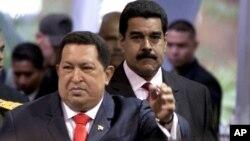 El vicepresidente y canciller venezolano Nicolás Maduro (derecha) sigue de cerca al presidente Hugo Chávez. El mandatario anunció este fin de semana cambios estratégicos en su gabinete.