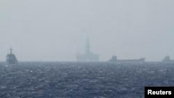 Giàn khoan Hải Dương 981 thăm dò ở Biển Đông năm 2014, gây căng thẳng quan hệ Việt-Trung. Giàn khoan này được Trung Quốc đưa đến hoạt động ở khu vực ngoài cửa Vịnh Bắc Bộ vào tháng 6/2017.