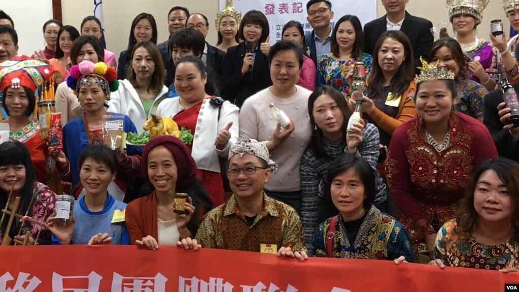 台湾新住民在立法院展示他们的创意产品 (齐勇明拍摄)
