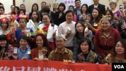 台灣新住民在立法院展示他們的創意產品(齊勇明拍攝)