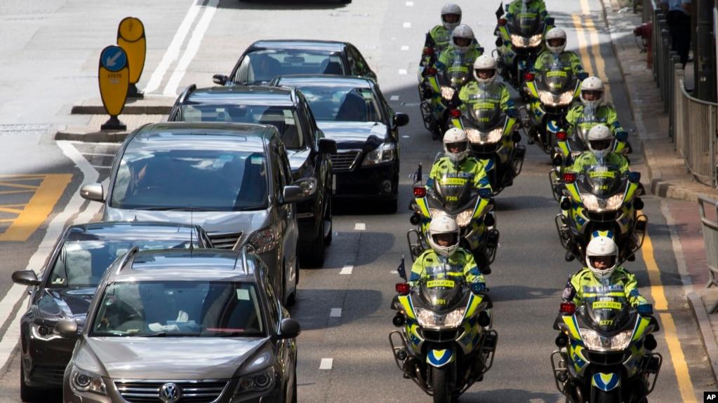 Cảnh sát hộ tống đoàn xe Chủ tịch Trung Quốc Tập Cận Bình đi thăm Hồng Kông, ngày 29/6/2017.