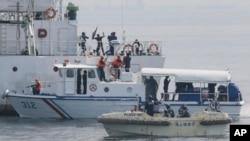 Latihan maritim Filipina dan Jepang di lepas Teluk Manila, Filipina (6/5). (AP/Bullit Marquez)