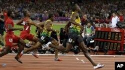 5일 런던 올림픽 남자 100m 결승에서 9.63의 올림픽 신기록으로 우승한 우사인 볼트 선수(오른쪽).