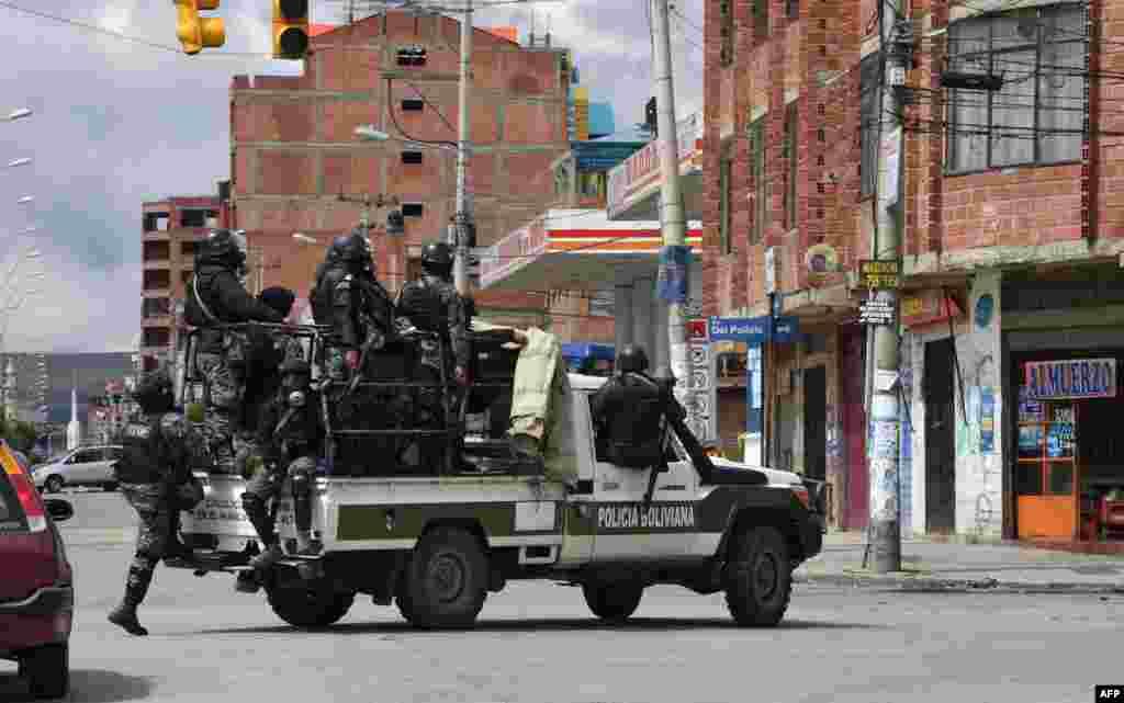 El ahora expresidente Evo Morales anunció su renuncia el domingo 10 de noviembre de 2019, después de tres semanas de protestas, a veces violentas, por su disputada reelección después de que el ejército y la policía le retiraron su respaldo.