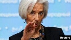 La directora del FMI, Christine Lagarde, aseguró que se deben continuar con medidas que permitan un sólido crecimiento de la economía mundial, y evitar la inflación.