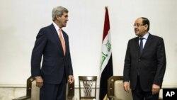 AQSh Davlat kotibi Jon Kerri (chapda) Iroq Bosh vaziri Nuri al-Malikiy bilan, Bag'dod, Iroq, 23-iyun, 2014-yil.
