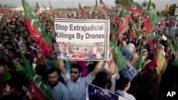 Protesters condemn U.S. drone attacks on al-Qaida and Taliban hideouts in Pakistani tribal areas, Islamabad, Oct 28, 2011.